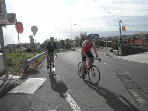 En dag cyklade jag, Albin och Fredrik upp till toppen